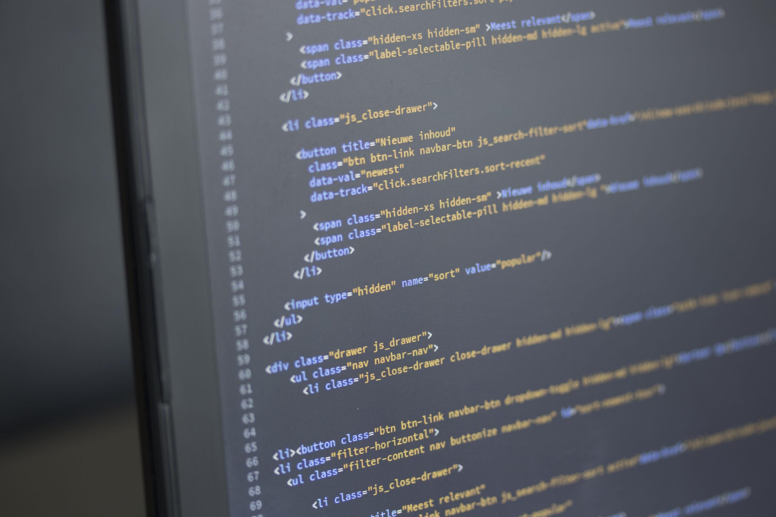 código en la pantalla de una computadora